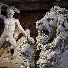 sculptures_at_staircase_kunsthistorisches_museum_vienna